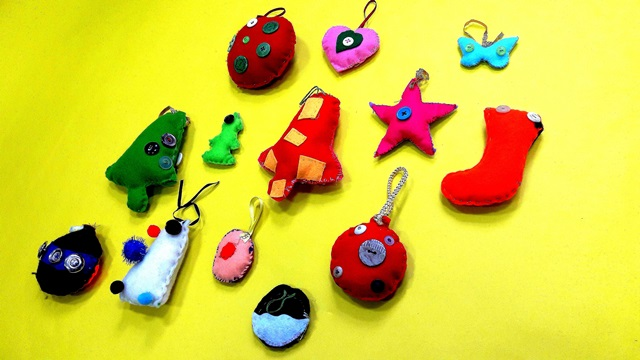 Christmas Tree decorations in felt and buttons
