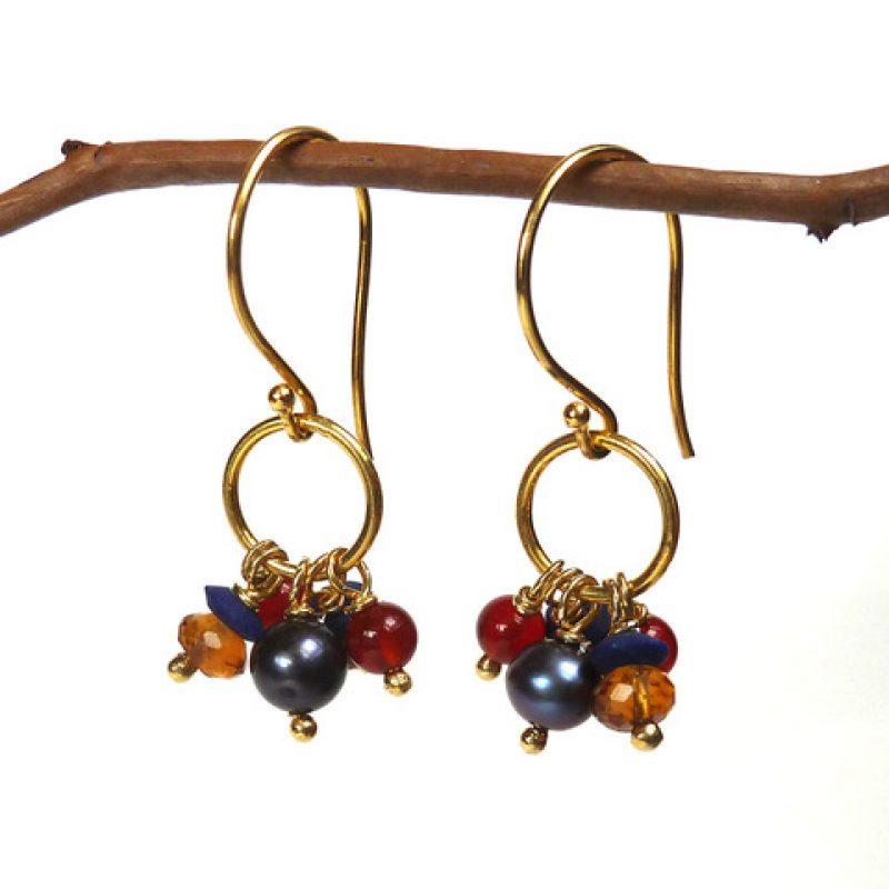 Drop earrings in gold vermeil featuring a cluster of citrine, carnelian, lapis and peacock pearls.