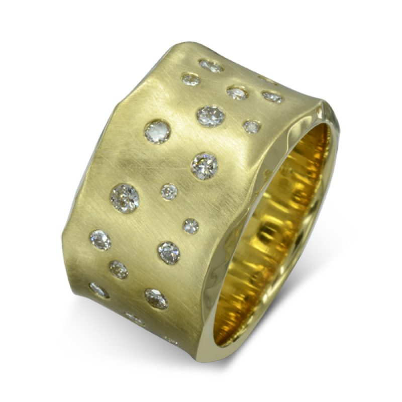 A 12mm wide 18ct yellow brushed finish gold side hammered ring with 40 scattered diamonds