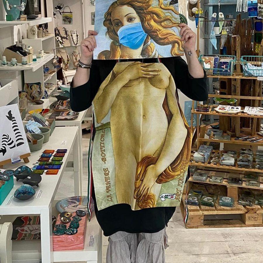 Denise Dress up as Aphrodite ( birth of venus)