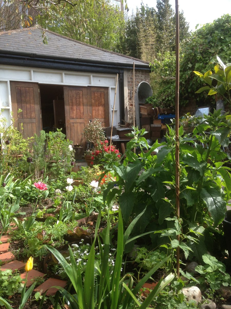 Picture of the coach house and its wonderful garden